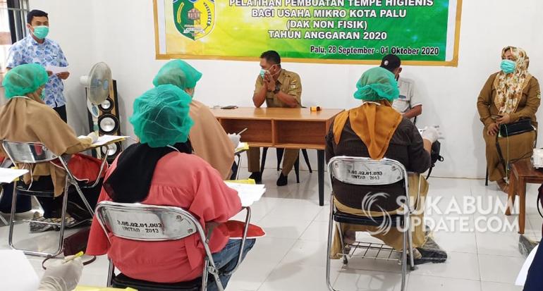 Latih Pembuatan Tempe Higienis, Dinas Koperasi, UMKM dan Tenaga Kerja Kota Palu Gandeng FKDB
